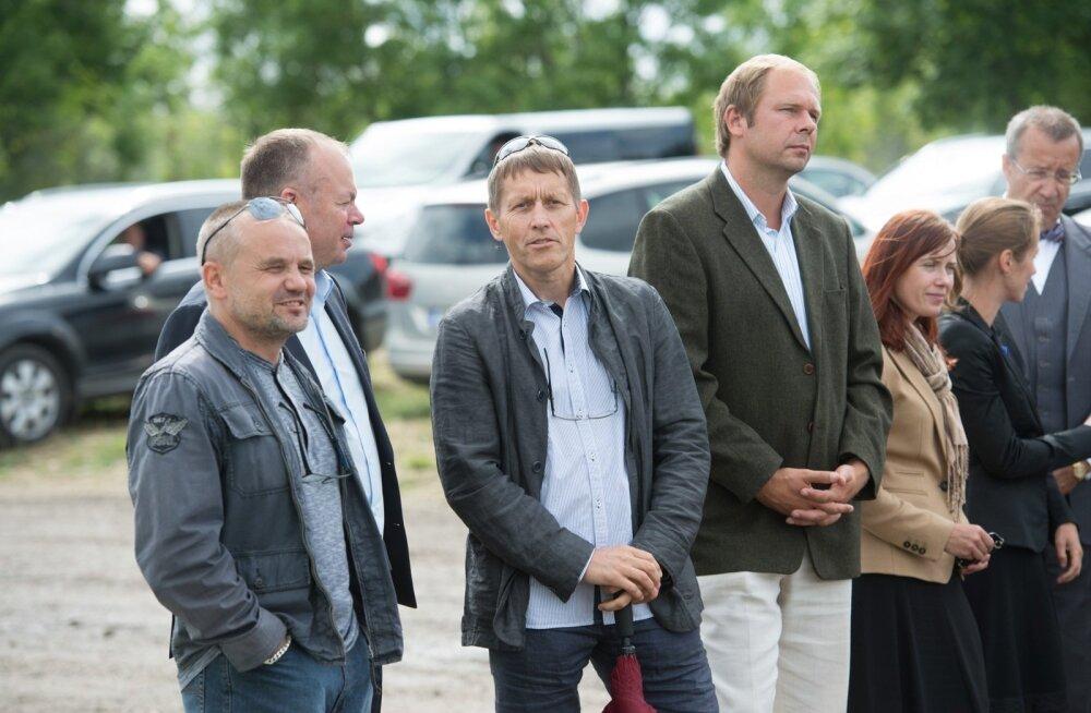 Vasakult: Nelja Energia endised aktsionärid Raivo Hein, Jüri Mõis ja Hannes Tamjärv 2013. aastal Eesti Energia ja Nelja Energia ühise tuulepargi avamisel Paldiskis.