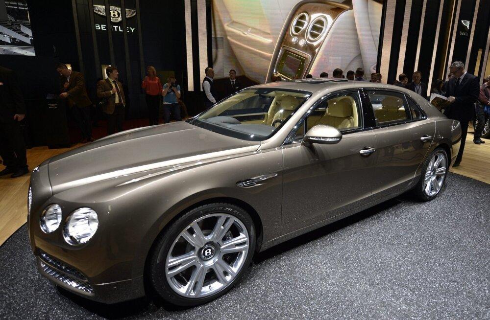 Bentley Flying Spur Genfi autonäitusel.