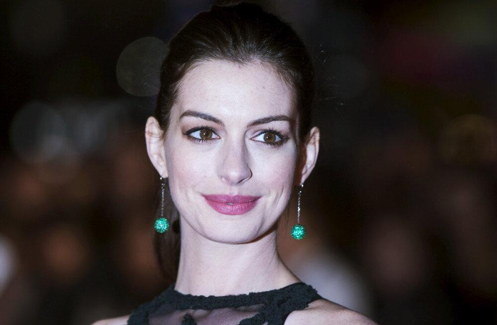 Näitleja Anne Hathaway paneb kõik inimesed, kes tema keha kritiseerivad, julmalt paika