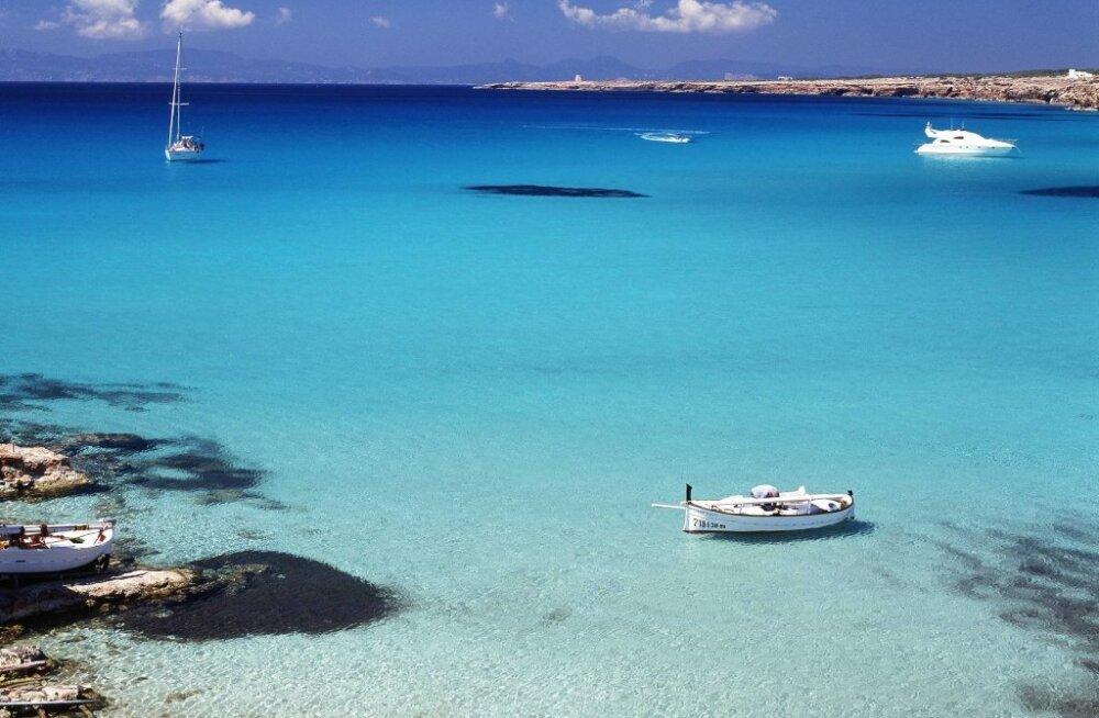 18 miljonit eurot seisab pangakontol? Osta Hispaanias saar!
