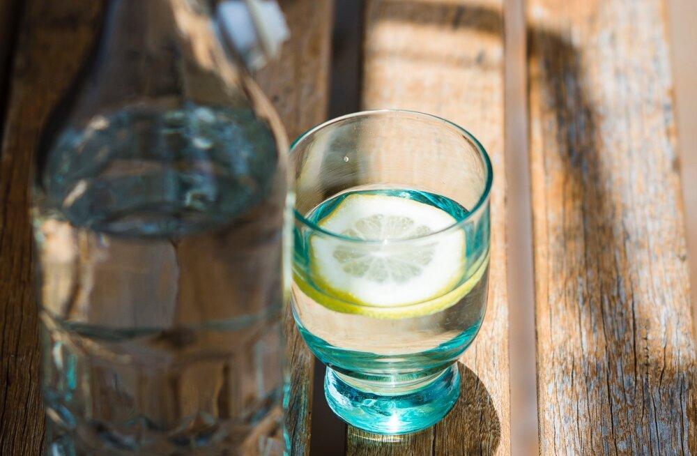 Ajakirjanik katsetas | Mis juhtub kehaga, kui juua iga päev ohtralt vett ja ühtäkki peaaegu üldse mitte?