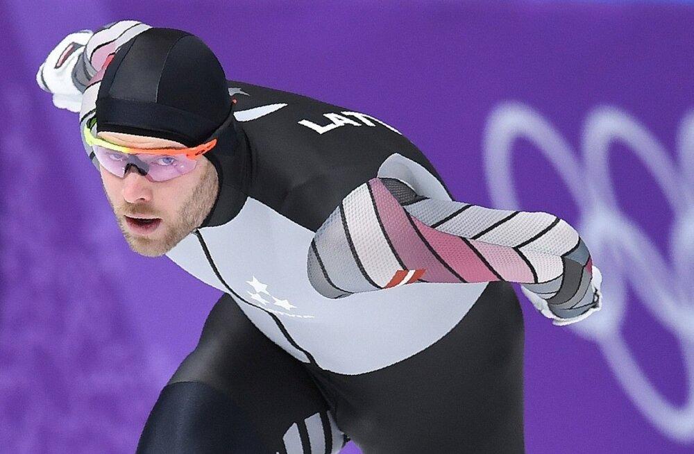 Lühirajauisutamises viiel korral Euroopa meistriks tulnud Haralds Silovs üllatas Pyeongchangis 1500 m distantsil neljanda kohaga.