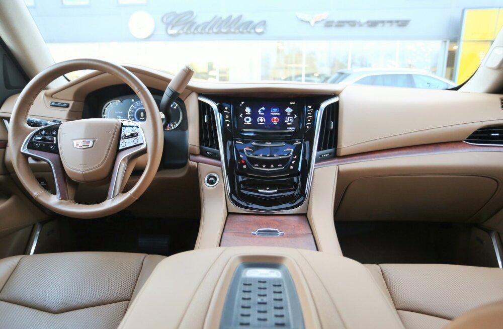 Cadillac Escalade, kuningas Arthur ja massaažitool
