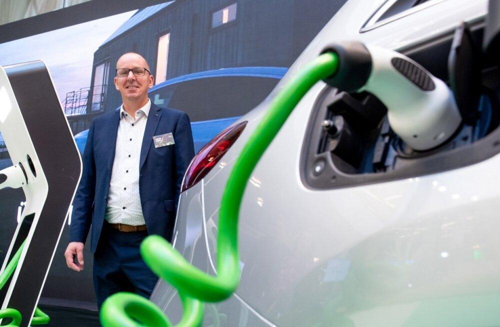 Euroopa elektriautode liidu peasekretär Philippe Vangeel tutvus möödunud reedel Eestis käies ka Eesti Energias arendatavate elektromobiilsuse lahendustega. Muu hulgas kavatseb riiklik energiafirma järgmisest aastast hakata pakkuma koduslaadimise teenust.