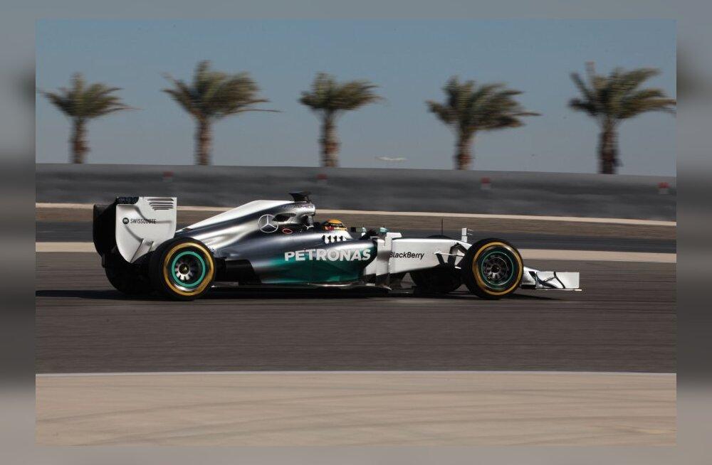 Hamilton sõitis Bahreini testisõitude kiireima ringiaja