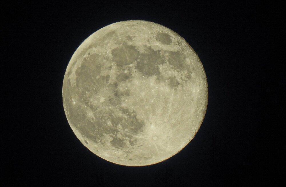 Roskosmose juht Rogozin lubas, et Venemaa ei luba Kuu erastamist