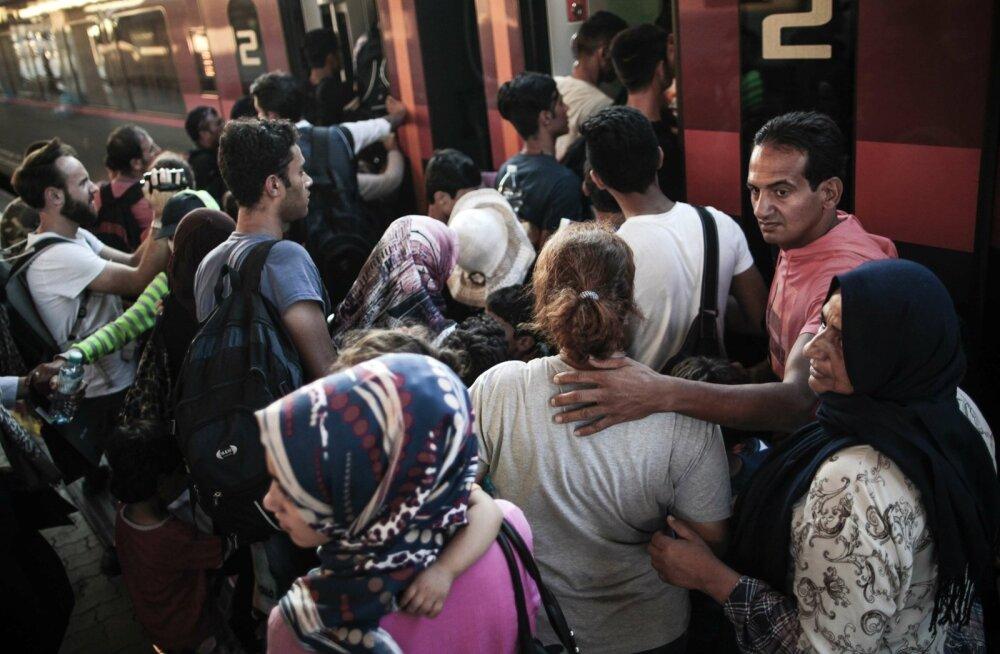 FOTOD: Sajad pagulased saabusid Ungarist rongidega Viini ja Baierisse