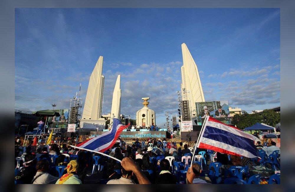 Tai meeleavaldajad tungisid sõjaväe peakorterisse