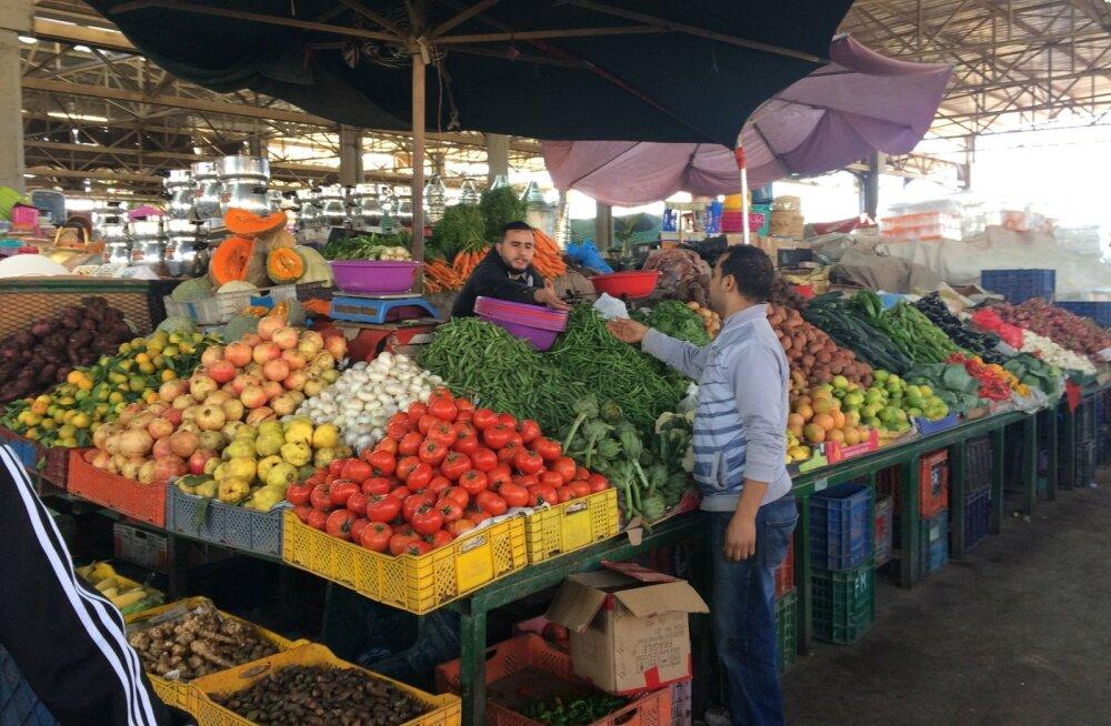Kui midagi osta ei taha, siis ei tohi Maroko turul kuhugi pikalt peatuma ega vaatama jääda.