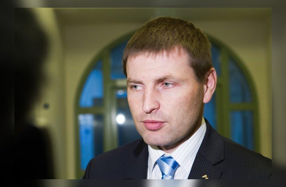 DELFI VIDEO: Pevkur: meditsiinitöötajate nõudmised on ebarealistlikud, 6-protsendiline palgatõus on mõeldav