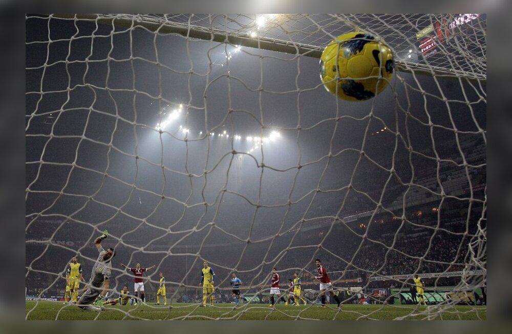 Zlatan Ibrahimovici löögist on leidnud pall tee väravasse, AC Milan, jalgpall
