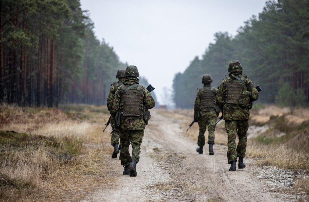 Logistikapataljoni ajateenijad õpivad Läänemaal lahingute pidamist
