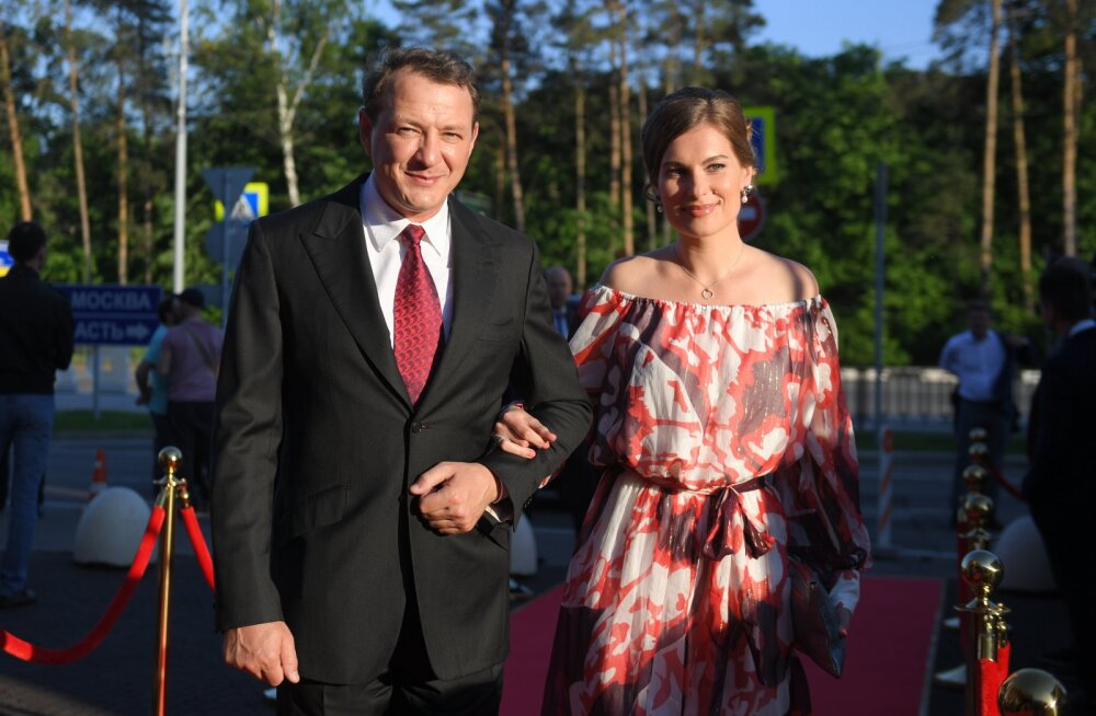 Kuulsa Vene saatejuhi käest jõhkralt peksa saanud abikaasa: ta süüdistab kõiges hoopis mind ja minu venda!