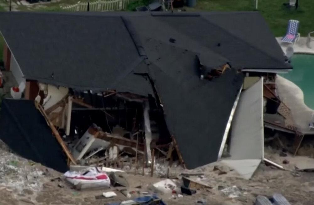 Видео. Гигантская воронка проглотила дом во Флориде