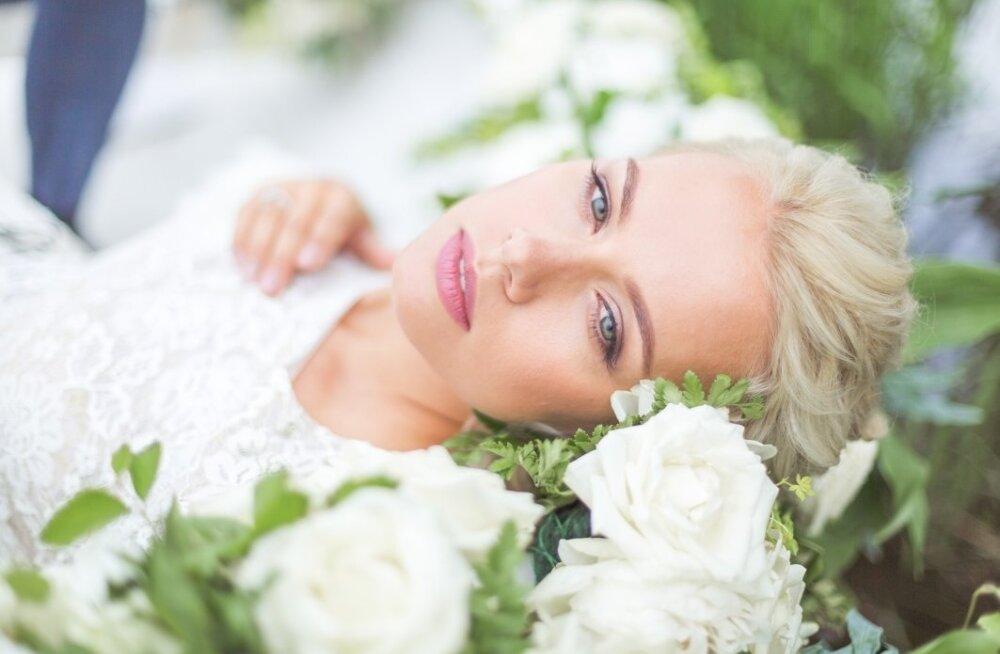 Lummav pulmameik Glow Makeupilt