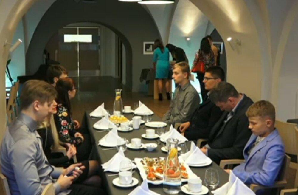 Noorte Arengu Fond andis üle stipendiumi unistuste täitmiseks