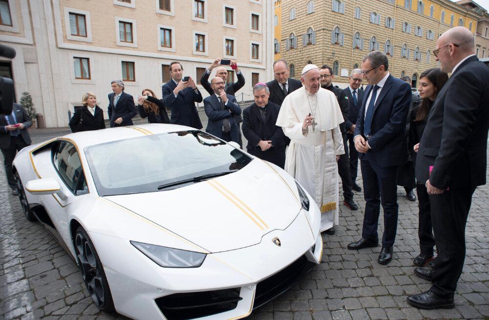 Osta ära: paavst Franciscus pani oma Lamborghini müüki