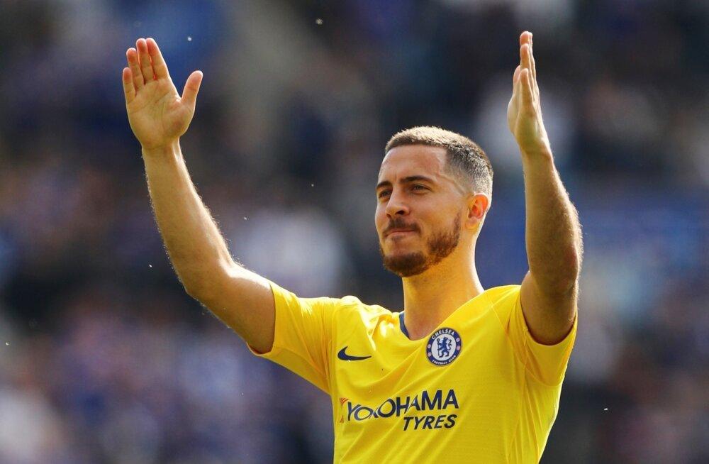 Eden Hazard tänamas Londoni Chelsea fänne.