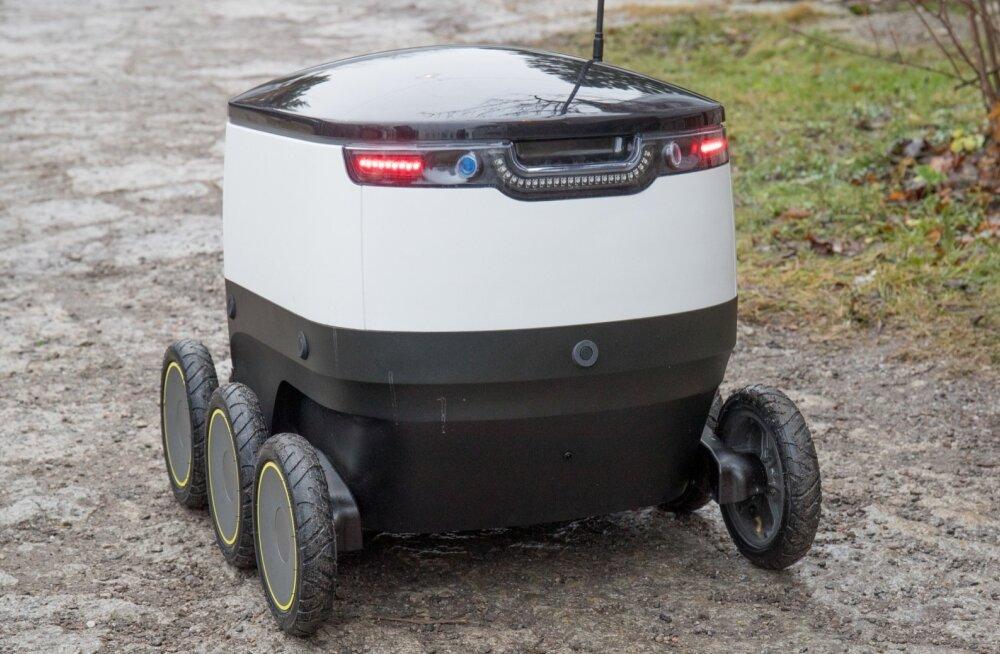 Telli või ise: Starshipi pakirobotid veavad nüüd Mustamäel toitu ja pakke laiali