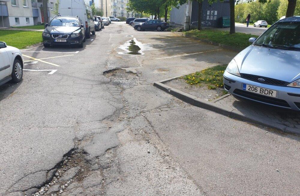 """Читатель: """"яма на яме, когда эту дорогу отремонтируют?"""". Отвечает старейшина Ласнамяэ"""