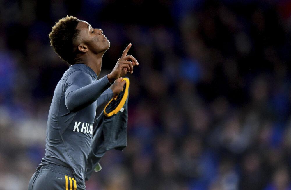 VIDEO | Hukkunud klubi omanikule austuse avaldamine tõi Leicester City kangelasele kollase kaardi