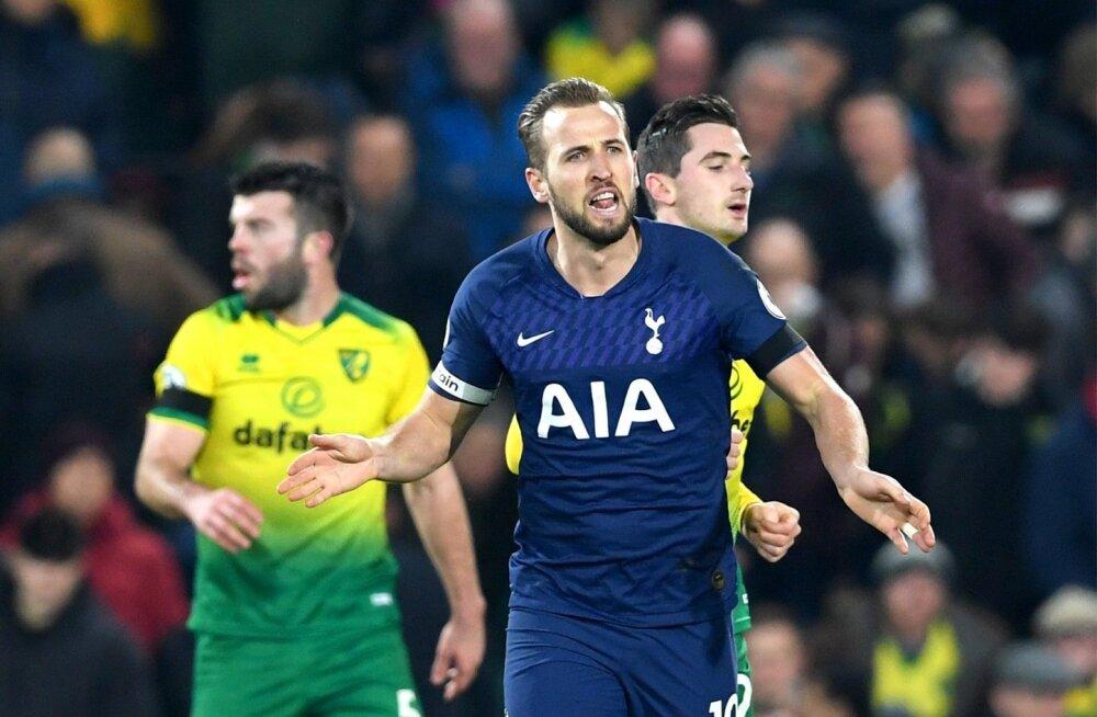 Harry Kane vedas Tottenhami viigini.