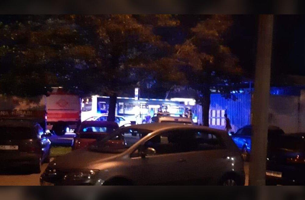 На автобусной остановке в Ласнамяэ один мужчина напал на другого с ножом
