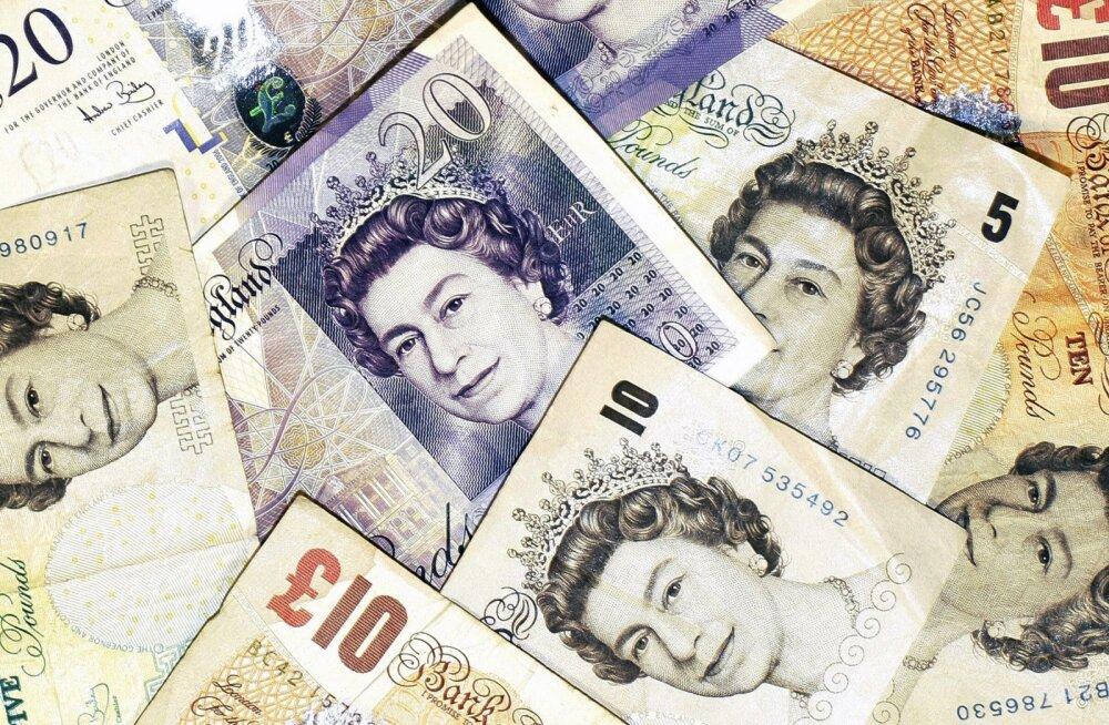 Naelsterling haaras aasta kehvima valuuta tiitli