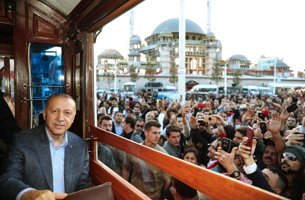Türgi president ründas äriliidrist rikast ettevõtjat