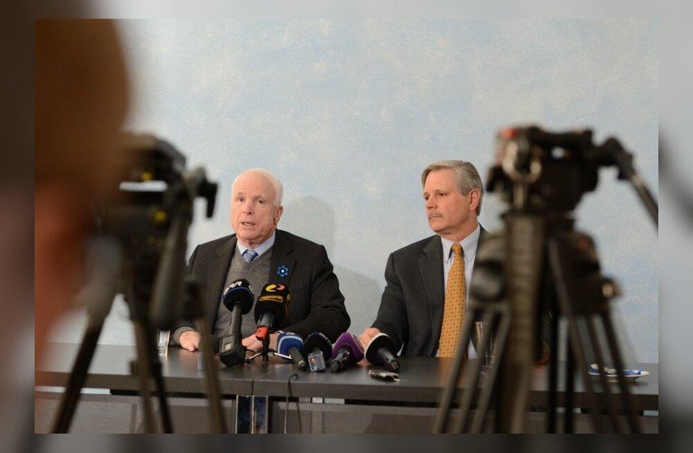 VIDEOD JA FOTOD: McCain Delfile ja Päevalehele: Putin tahab taastada Vene impeeriumi, sellesse visiooni kuuluvad ka Balti riigid