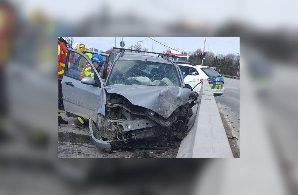 Õnnetus Väo Olerexi juures Peterburi maanteel