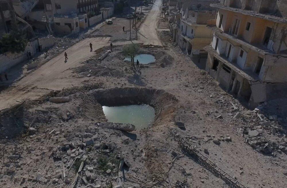 Tapvad pommid jätavad maha hiiglaslikke kraatreid. Torustiku ja pumbajaamade hävitamine on halvanud Aleppo veevarustuse.