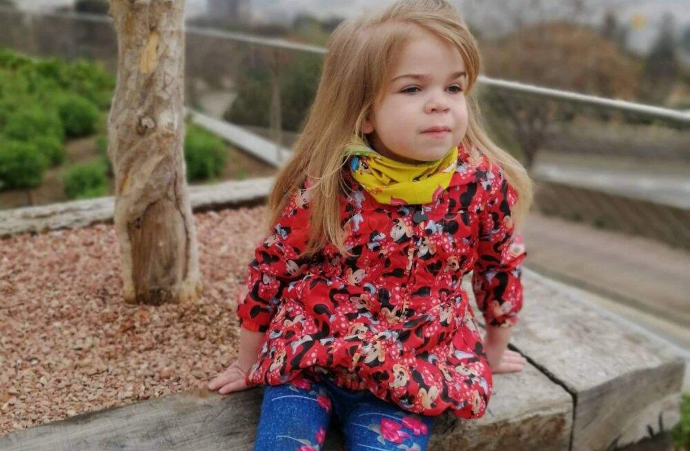 Haruldase geneetilise haigusega pisitüdruk sõitis Lastefondi annetajate toel uuringutele Hispaaniasse