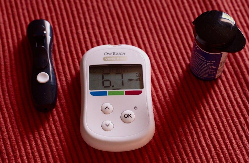 Diabeedi või diabeedieelse seisundi diagnoosimiseks saab teha teste. Ühe variandina tehakse pärast lühikest paastumist vere glükoositest.