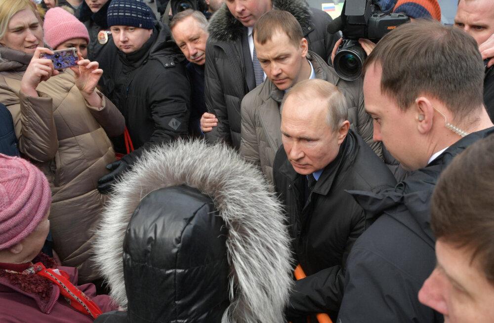 Putin oli sunnitud Peterburis rahvaga kohtudes möönma, et elatusmiinimumi 157 euroga on raske ära elada