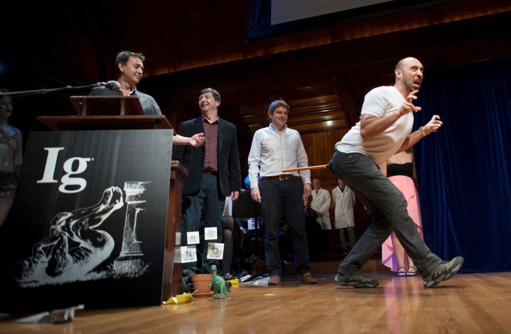 Ig Nobel: miks urineerimine kestab 21 sekundit ja mis tunne on, kui mesilane nõelab su peenist
