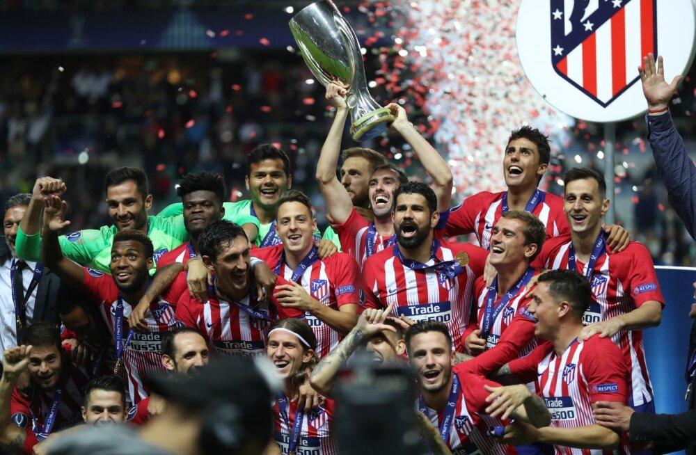 Madridi Atlético mängijad Lilleküla staadionil Superkarika võitu tähistamas. Klubi ajaloos oli see kolmas Superkarika võit.
