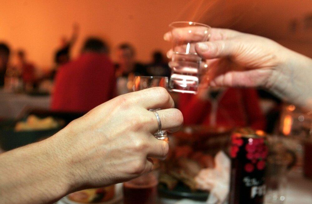 VIINAVALAMINE, VIINAVÕTMINE, PITS VIINA, ALKOHOL, JOOMINE