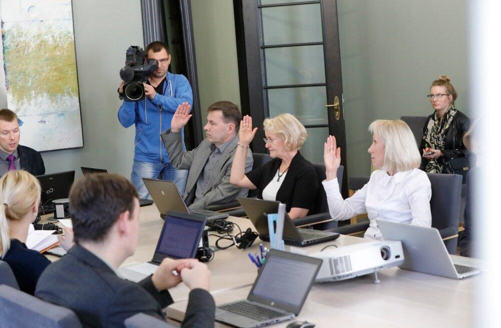 DELFI FOTOD: Vabariigi valimiskomisjon registreeris Kersti Kaljulaidi presidendikandidaadiks
