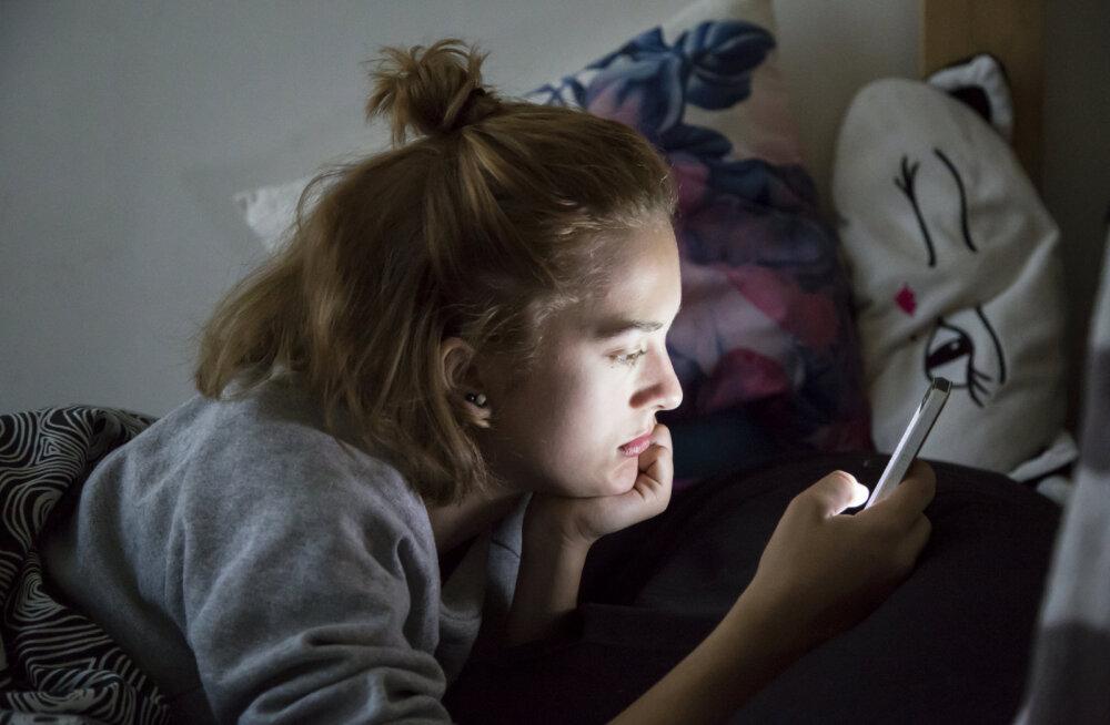 Uuring: kolmveerand noortest võtab sotsiaalmeedias sõbraks kontvõõraid