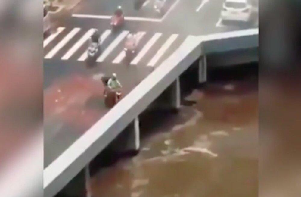 VIDEO | Kas saad aru, millega tegu on? Tuhandeid segadusse ajanud videos suunduvad sõidukid otse jõkke