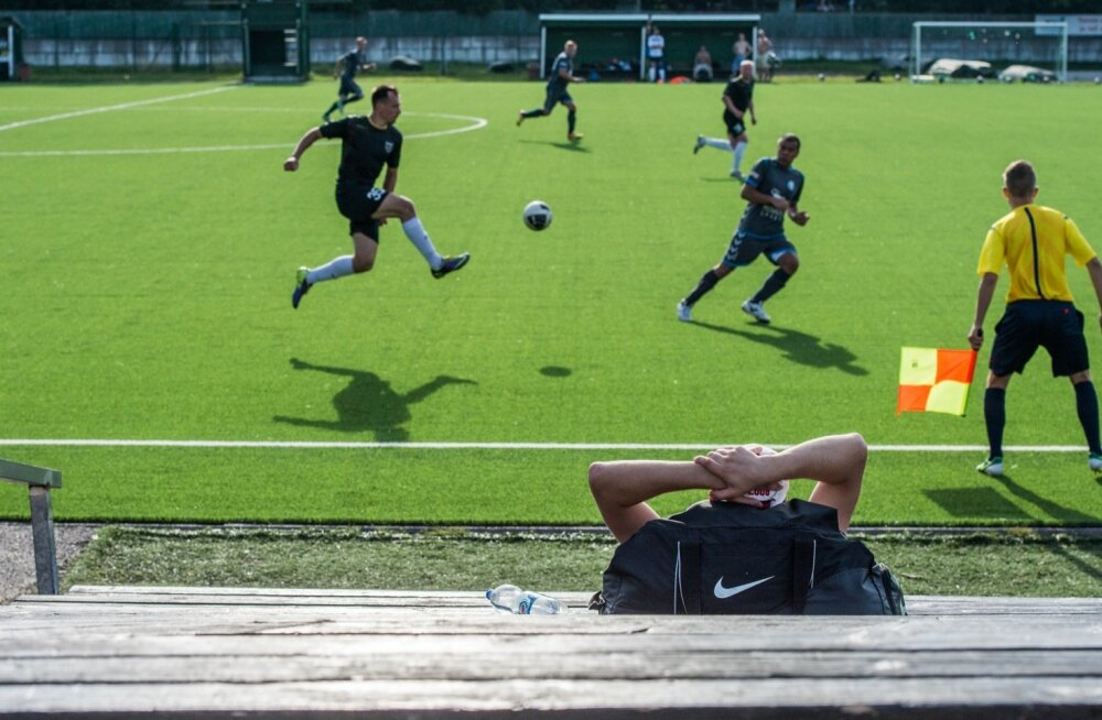 Jalgpall, 3.liiga Kalevi jalgpalliplatsil. FC Hell Hunt ja FC Igiliikur on spordiregistri andmetel samuti harrastussportlased