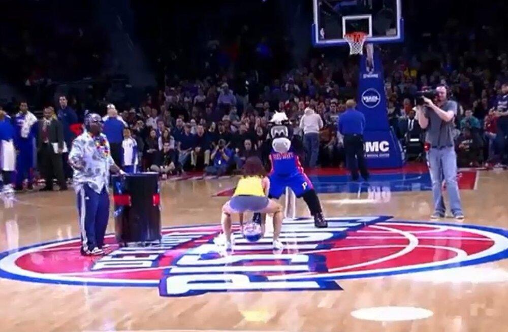 NBA mängu vaheajal sündis imeline tabamus