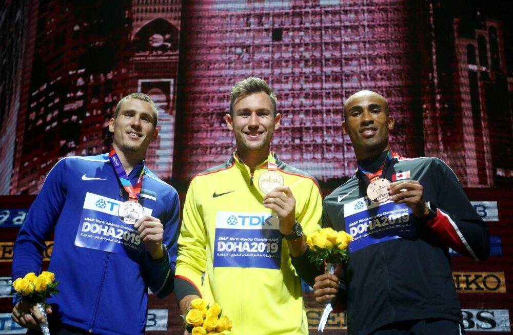 Maicel Uibo, Niklas Kaul ja Damian Warner Doha MM-i medalitega.