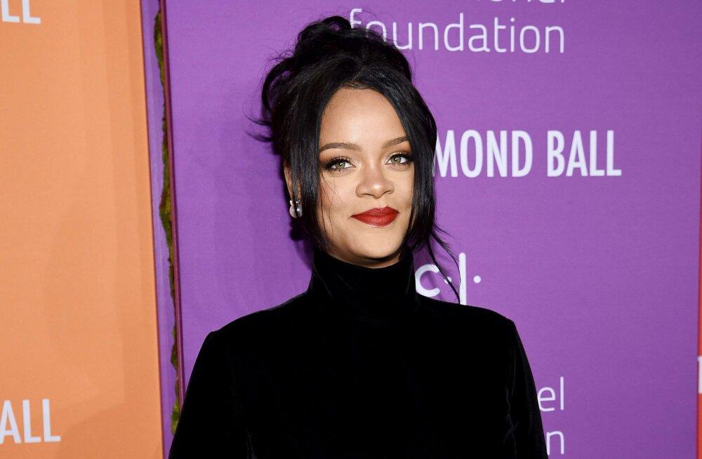 KLÕPS | Kas Rihanna paljastas liibuva kleidi ja üllatava intervjuuga oma raseduse?