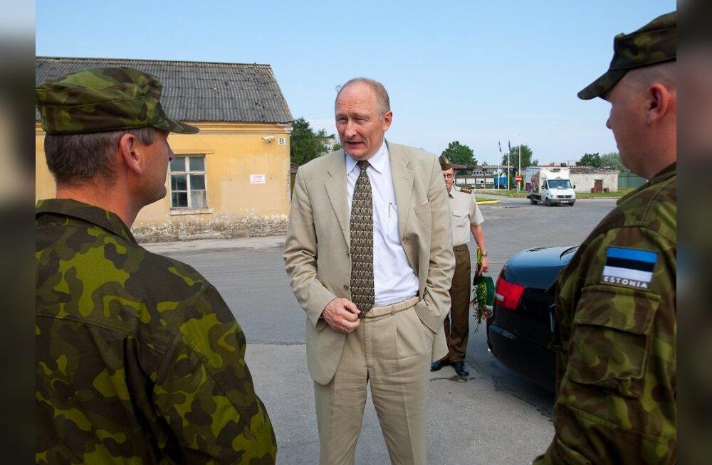 ФОТО: Министр обороны раскритиковал условия жизни призывников