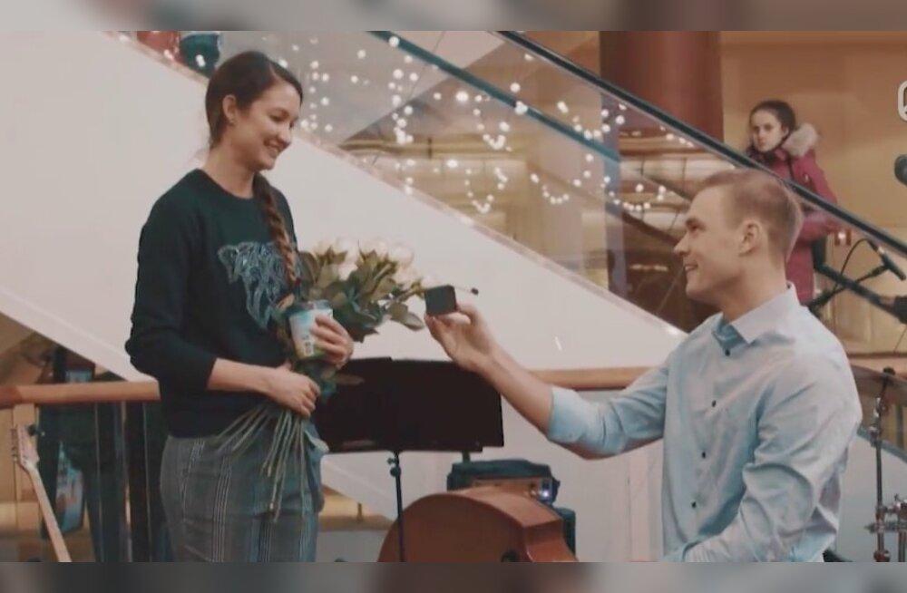 Õhus on romantikat! Mees palus naise kätt keset Tallinna kaubanduskeskust