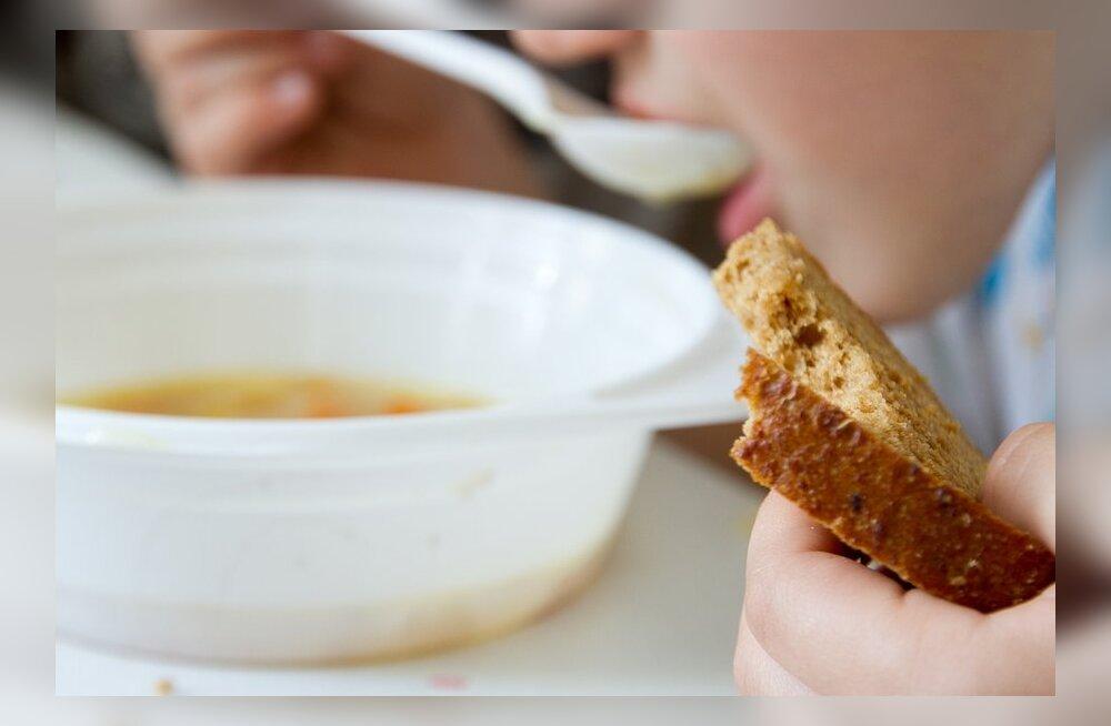 Uuring: kõige kehvemad koolitoidu sööjad on kuuenda klassi lapsed