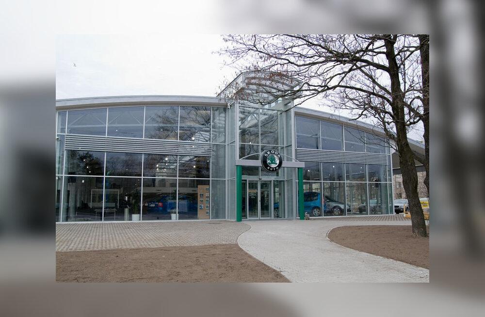 Ägestunud klient sai Škoda esinduses klienditeenindajalt rusikaga näkku