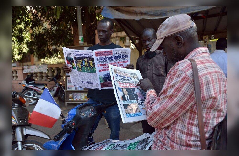 Malilased loevad Bamakos lehte
